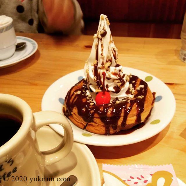 末っ子デートで、コメダ珈琲デビュー。カフェインレスコーヒーと、小枝シロノワール。ウマウマ😛#コメダ珈琲 #小枝シロノワール #kyoto #sweets #coffee