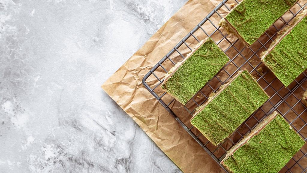 matcha chocolate bars on a baking rack