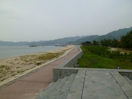 宝山亭の前に広がる姫ヶ浜海水浴場
