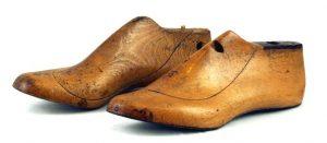 Pareja-de-Antiguas-hormas-de-madera-para-zapatos