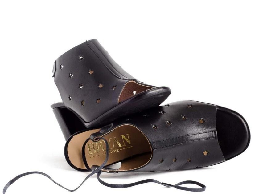 Zapatos destalonados de piel negros con estrellas: Bryan 1706