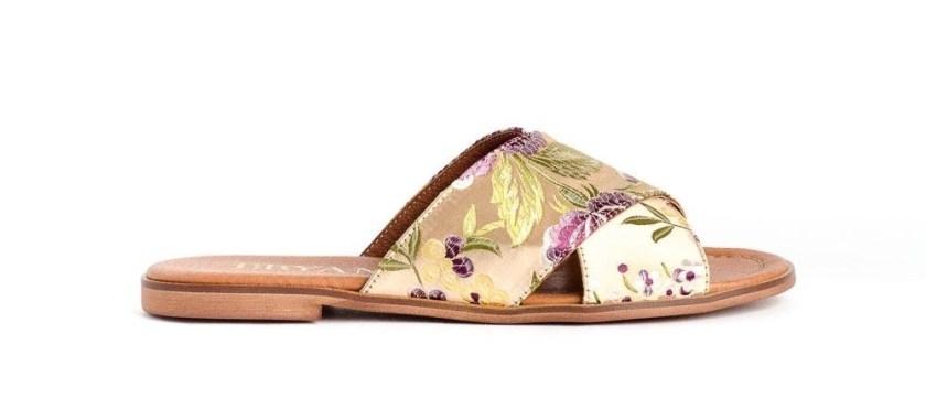 Las sandalias planas Bryan 1500 se convierten en imprescindibles para los días de calor.