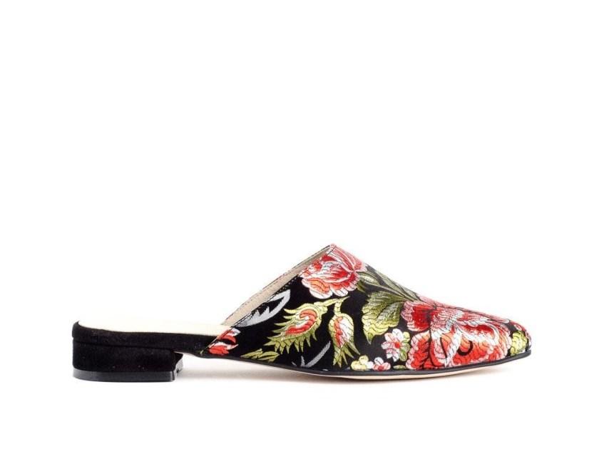 zapato plano estilo zueco y estampado oriental perfectos para entretiempo
