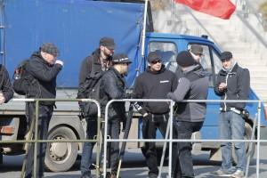 "mutmaßliche Aktivisten der ""NS Nordharz"" (3.v.l. Marcel Kretschmer, rechts daneben Ulf Ringleb)"