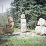 004 donne parcheggio particolare - Settimo Andreoni : lo scultore dei boschi di Montemagno