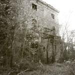 casa porta centrale - La casa stregata di Pomarance