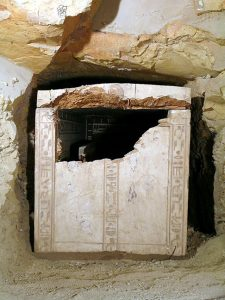 Sensational find at Thebes: German archaeologists discover huge sarcophagus