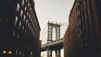Apartment In New York facing the Brooklyn Bridge