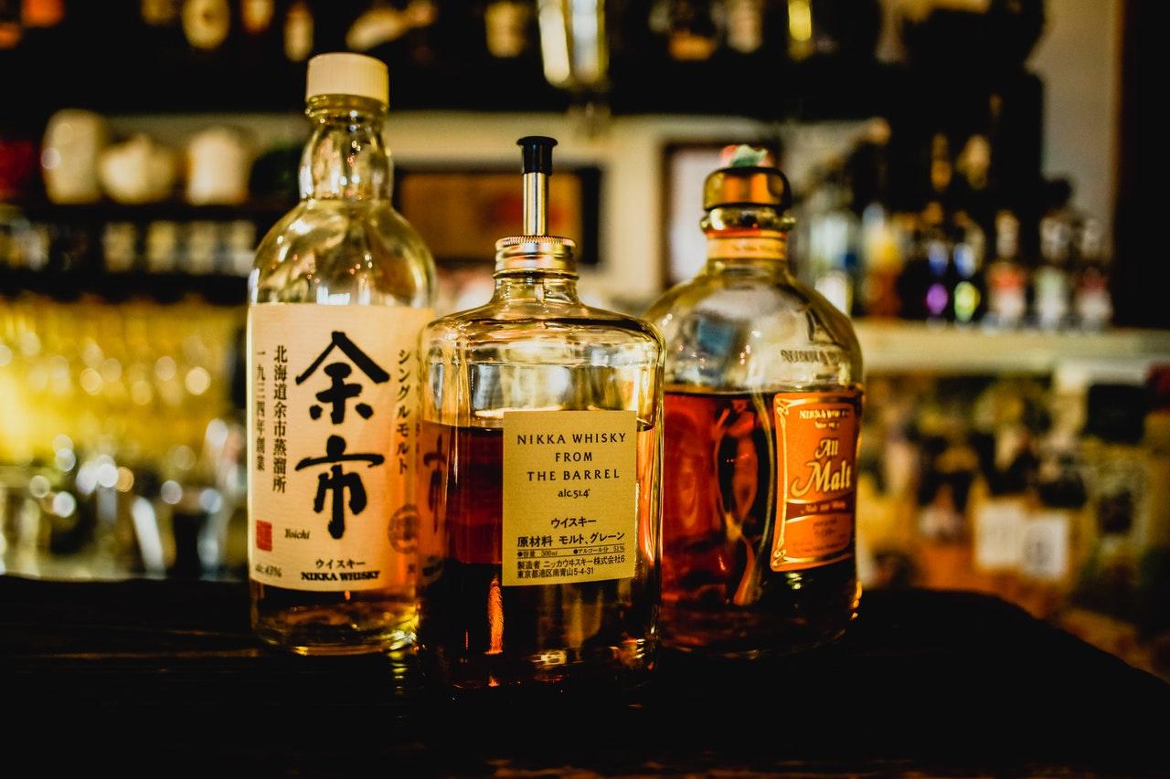 whiskey in a bar, bars in bushwick