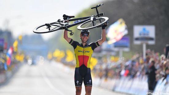Gilbert helmuga pasatzen 2017 Flandriako Tourrean