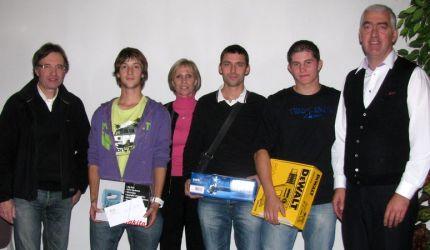 3 jeunes ont eu la mention Très bien à leur examen. Ils ont été félicités par M.ALBORINI, Mme BERLAND et M.RABATEL