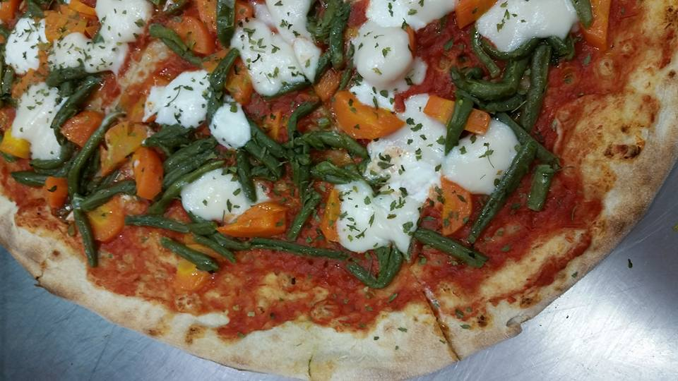 Delicious vegetarian pizza in Pizzeria L'Angelo