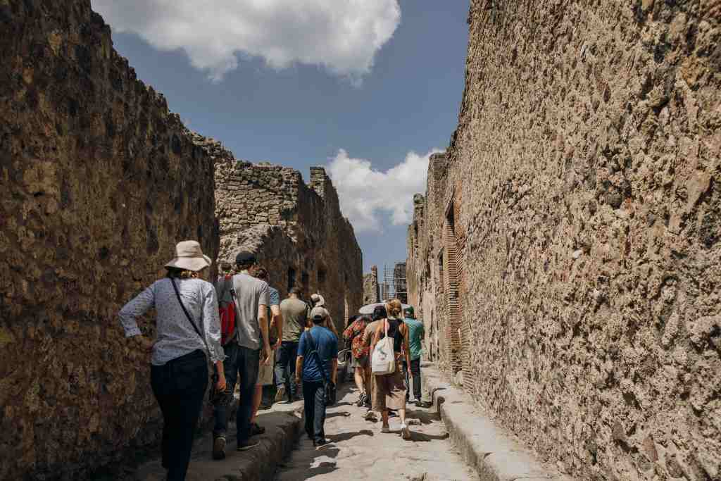 The streets of Pompeii are exposed to much sunlight during the summer