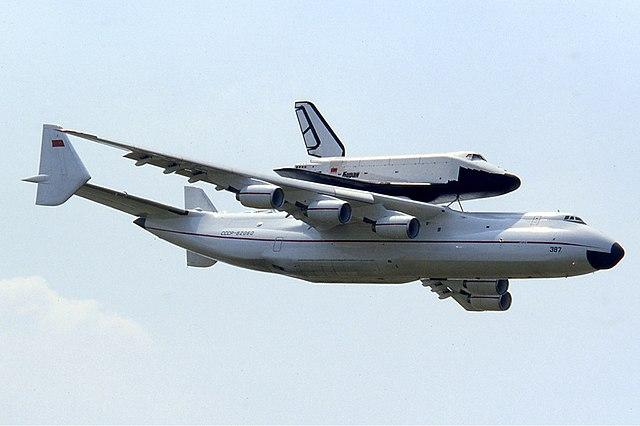 An-225 transportando el burán