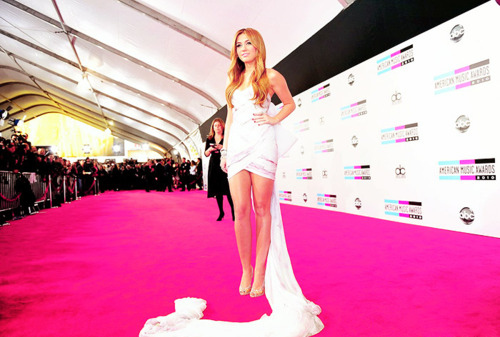ama-dress-fashion-girl-miley-red-carpet-favim-com-73363