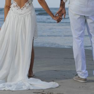 Casamento praiano e romântico da Fê & Renato
