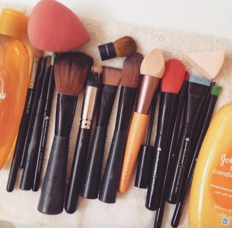 a melhor escolha_como lavar pincel de maquiagem