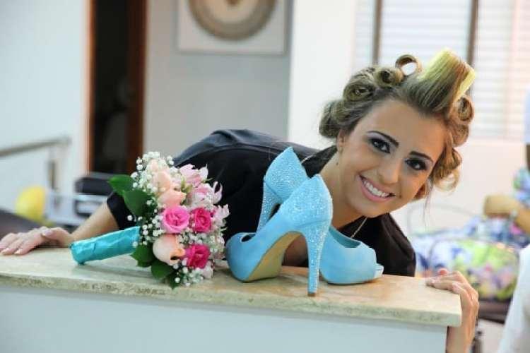 a melhor escolha_ensaio de foto noiva com sapato azul tiffany