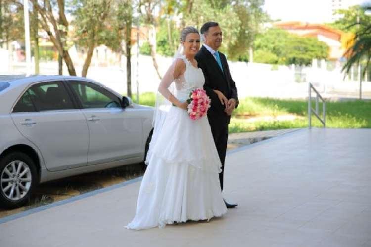 a melhor escolha_vestido de noiva para casamento de dia