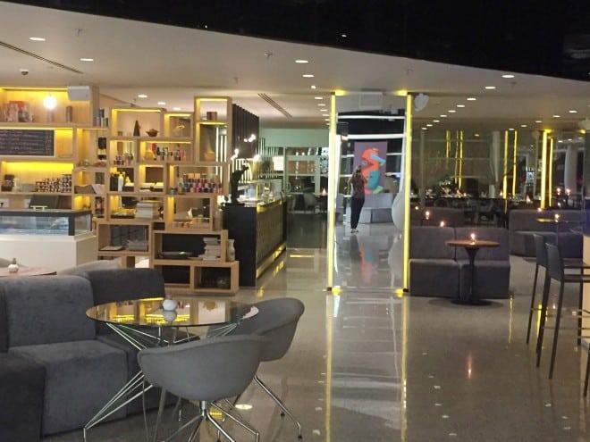 Lobby e entrada restaurante HUB