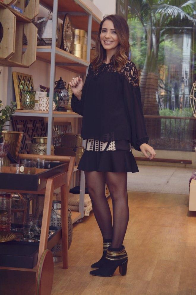 inspiracao de look usando bata e saia sino com estampa preto e branco