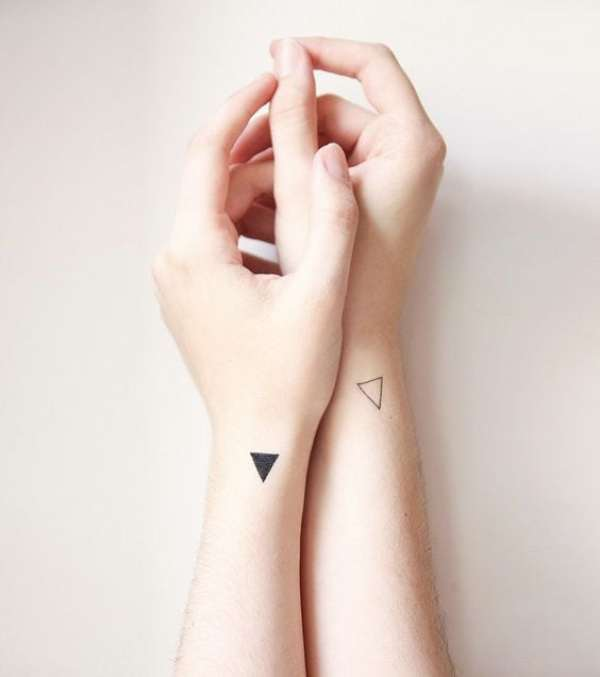Inspirações de tatuagens femininas delicadas e minimalistas