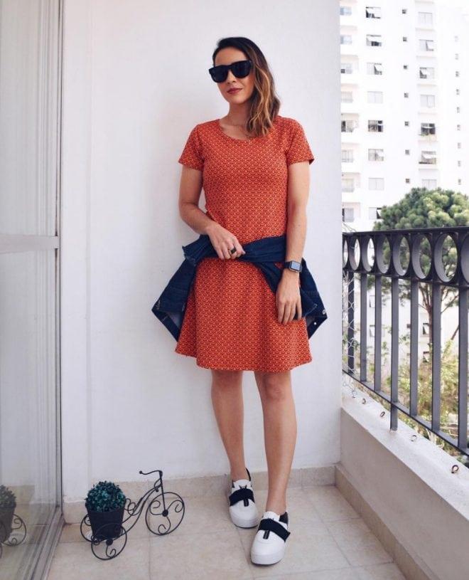 Dicas de como usar e combinar vestidos e saias femininas com tênis casuais e esportivos