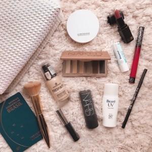 Como fazer uma nécessaire prática de maquiagem para viagem?