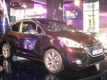 Peugeot 208 XY Light up the city (4)