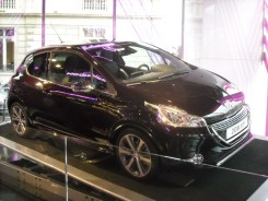 Peugeot 208 XY Light up the city (9)