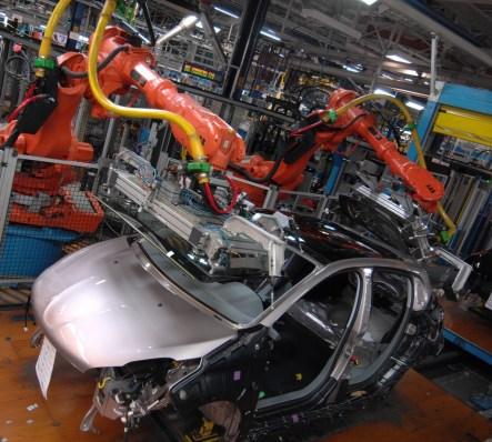 Peugeot 208 _ Montage (2)