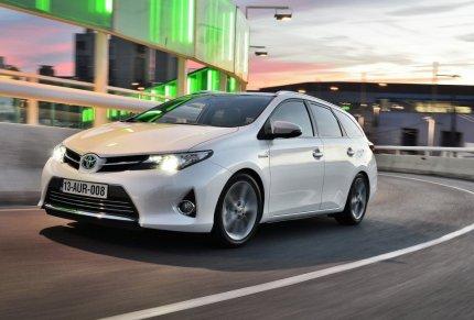 Toyota-Auris-Hybrid-Touring-Sports