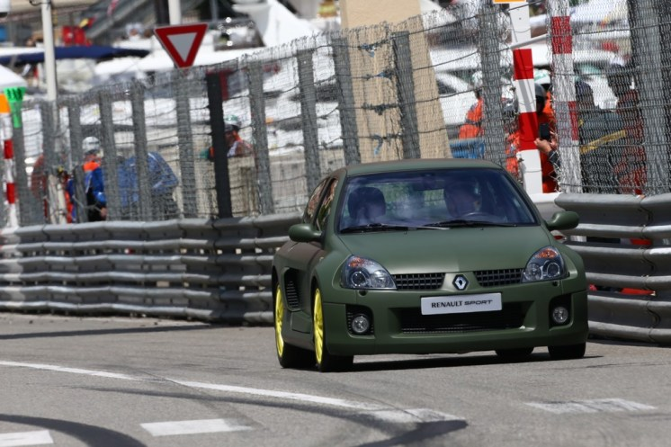 F1 - REVEAL RENAULT WIN RUN 2013