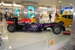 Renault Clio RS & RedBull RB9 Nice (2)