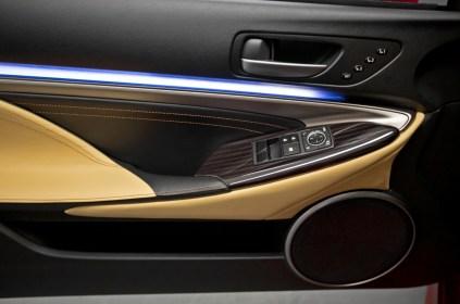2015-Lexus-RC-door-panel