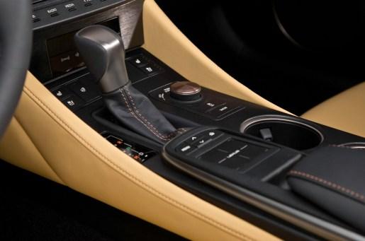 2015-Lexus-RC-shifter
