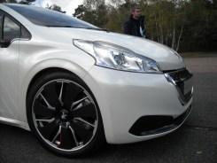 Peugeot 208 HYbrid FE (9)