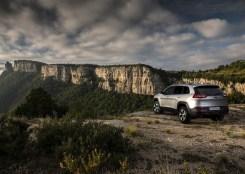 Jeep-Cherokee-2014-Euro-Spec_06