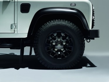 Land-Rover Defender Silver Pack et Black Pack