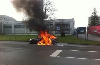 Porsche 911 GT3 en flammes