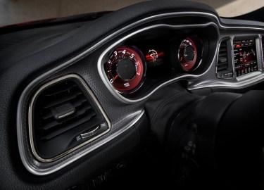 Dodge-Challenger_SRT_Hellcat_2015.51