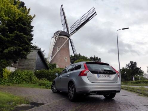 Volvo V60 D6 AWD Plug-in Hybrid 12