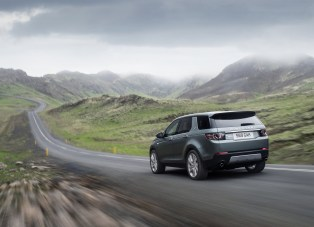 Land_Rover-Discovery_Sport_2015