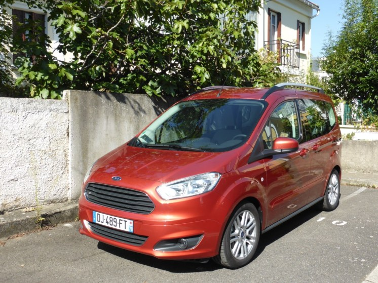 Ford Tourneo Courier 01