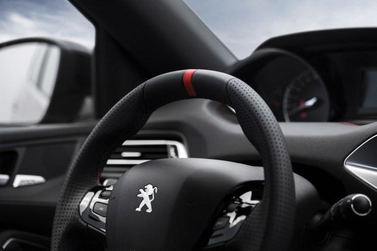Peugeot_308_GTI_2015_9c103-1200-800