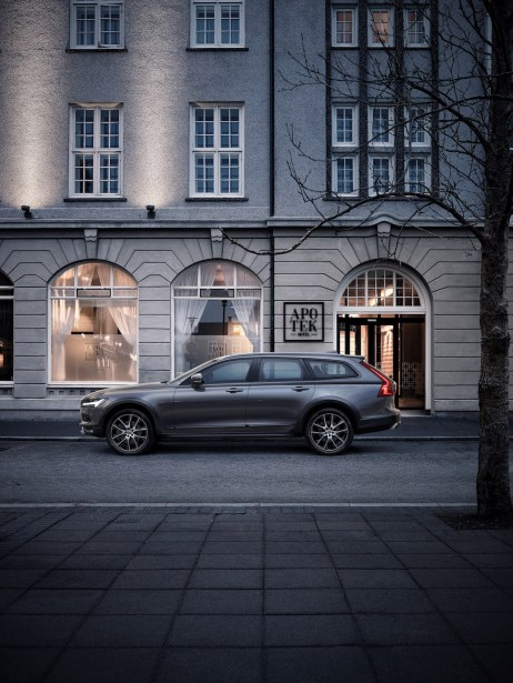 New Volvo V90 Cross Country