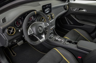 Mercedes-Benz GLA45 4Matic Yellow Night Edition 2017 - 11