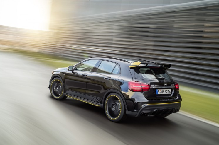 Mercedes-Benz GLA45 4Matic Yellow Night Edition 2017 - 17