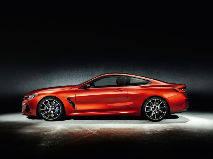 BMWSerie8P90307463_highRes_the-all-new-bmw-8-se