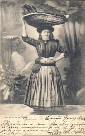 """Peixeira"" / ""Fishwoman"" | postal / postcard: ""Uma peixeira — Lisboa"" / ""One fishwoman - Lisbon"", Edição Costa, n.º 108"